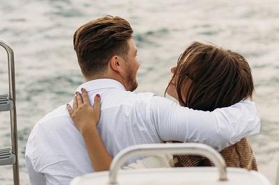 on-a-yacht-2920946_960_720