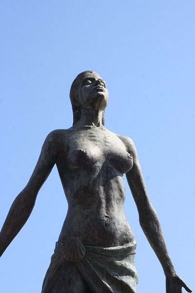 statue-of-a-woman-1192171