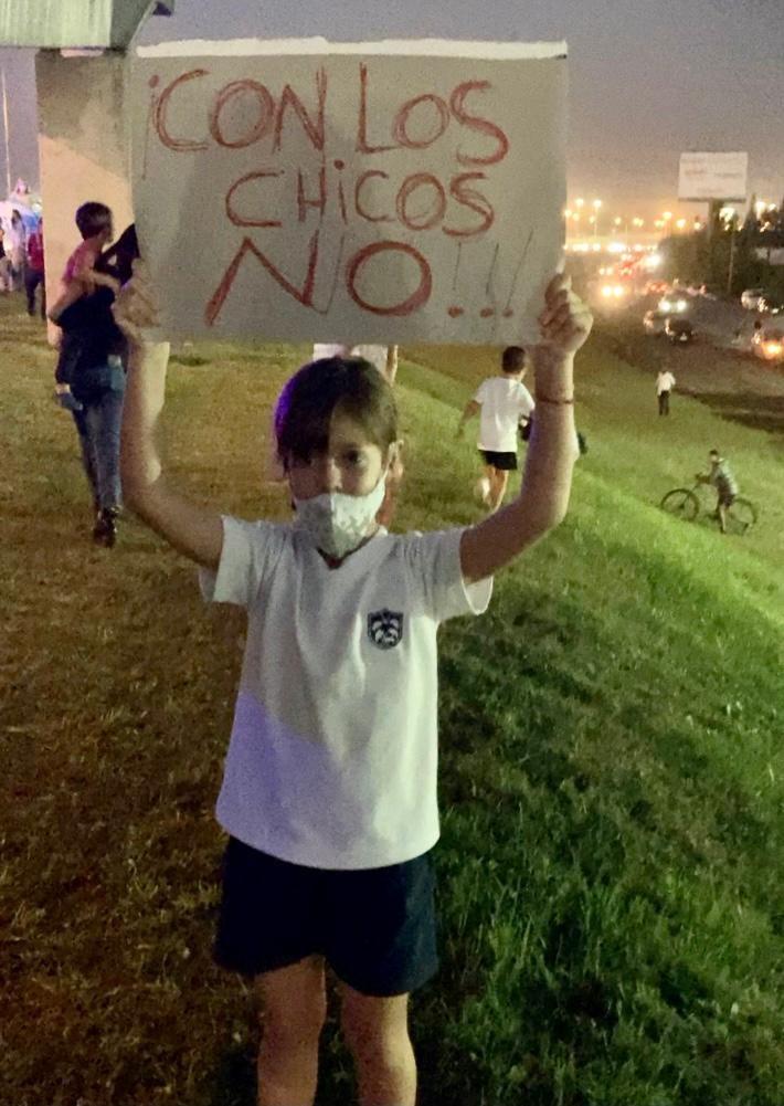 Protesta en defensa de la educación en Pilar