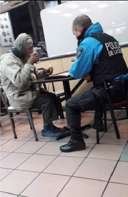 Policían en acción solidaria